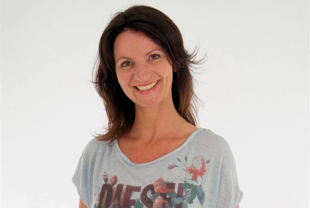 sandradierx-nl-Gastdocent-sandra-in-shirt-met-opdruk